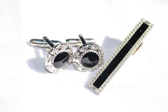 cufflinks-194031_1280